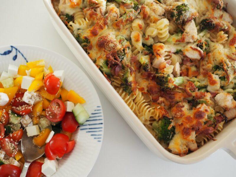Pasta med kylling, bacon og broccoli