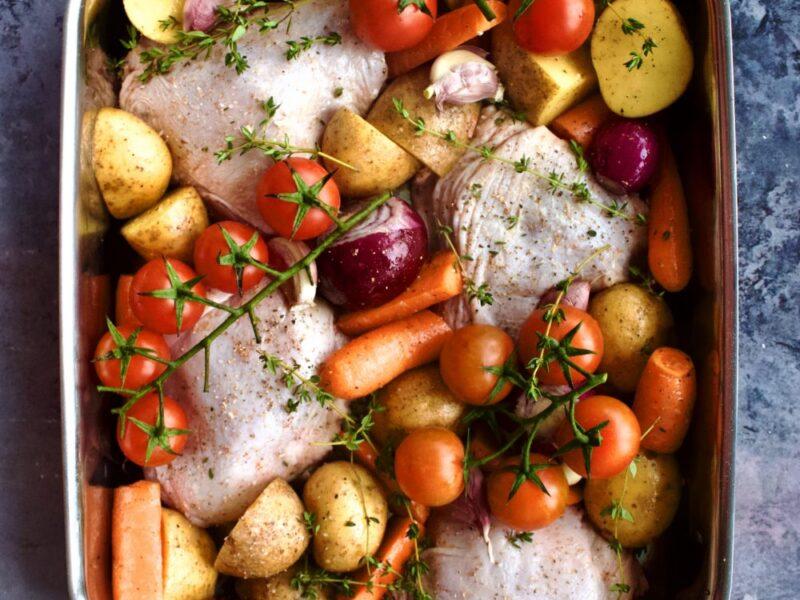 Kylling og grøntsager i fad