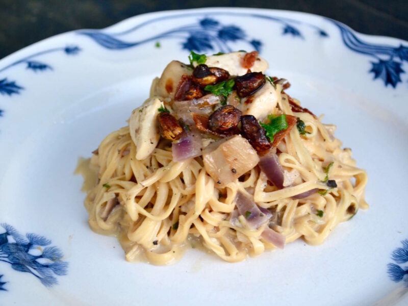 Bønnespaghetti med kylling og svampe i flødesauce