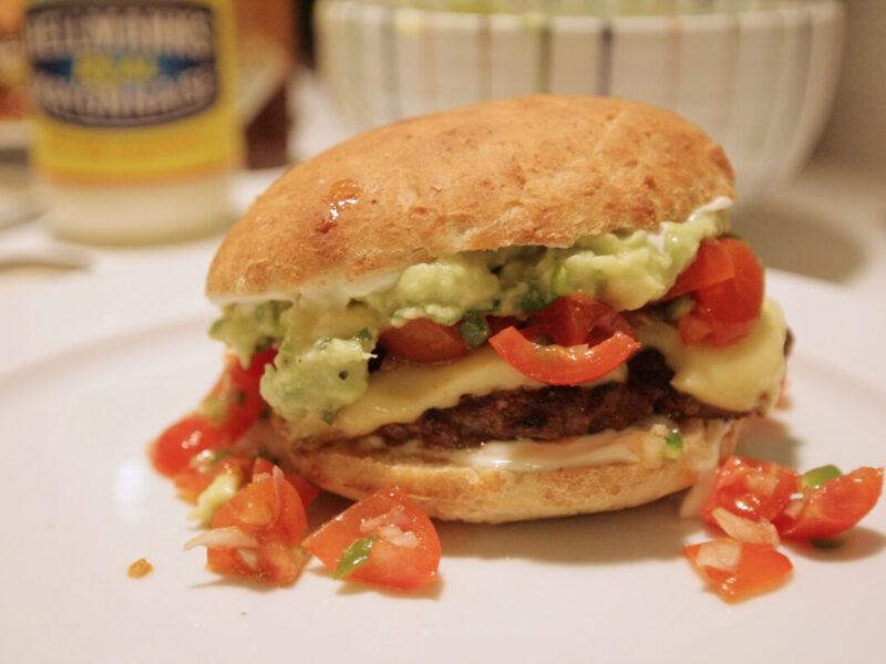Mexiburger med deluxe guacamole og tomatsalsa