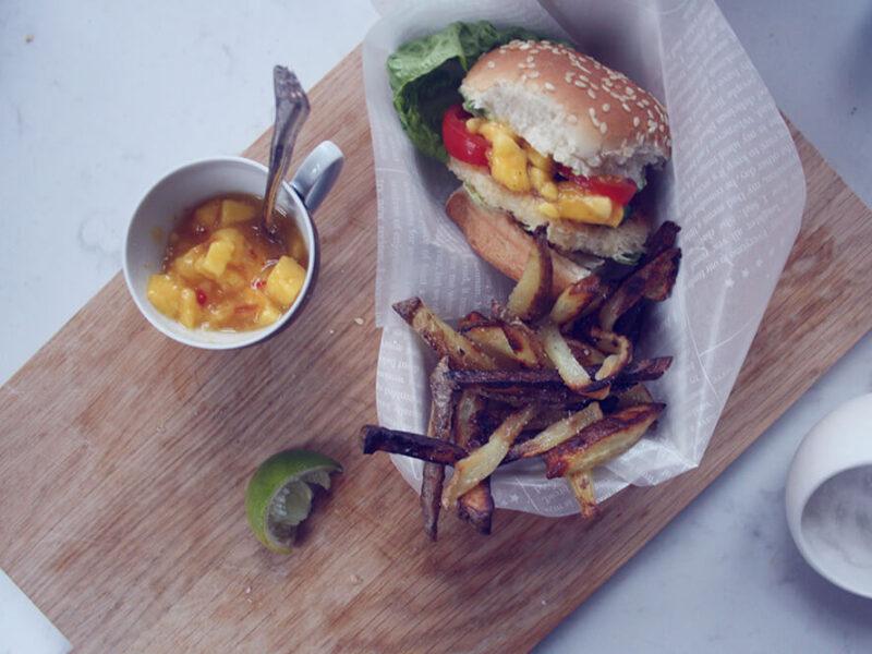 Mini burgere med fisk og mangosalsa